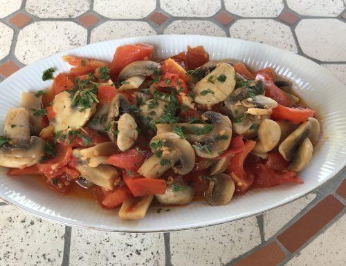 Funghi Champignon con pomodorini freschi