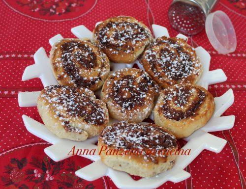 Cinnamon con marmellata ai frutti di bosco