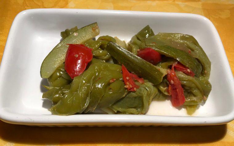 Peperoncini verdi con zucchine in padella