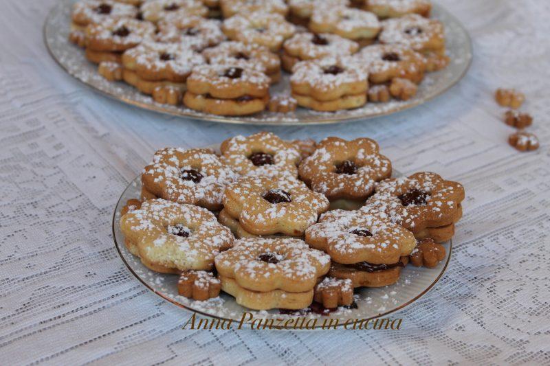 Biscotti di pasta frolla e crema Mou
